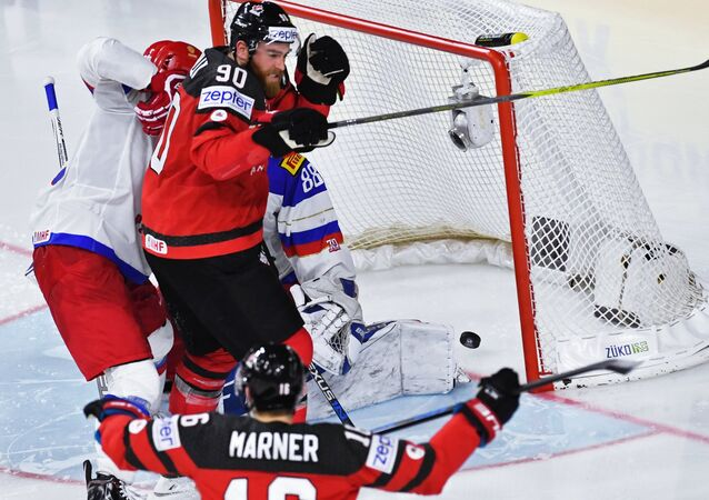 Canada defeated Russia on Saturday in a semi-final game at the 2017 International Ice Hockey Federation (IIHF) World Championship in German Cologne with the score 4-2 and advanced to the final of the tournament.