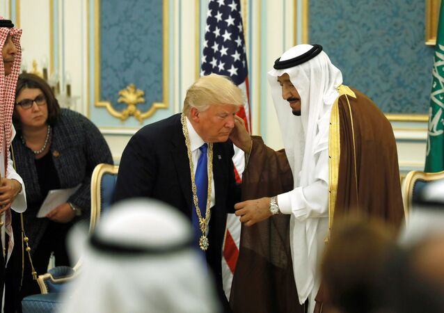 Saudi Arabia's King Salman bin Abdulaziz Al Saud (R) presents US President Donald Trump (C) with the Collar of Abdulaziz Al Saud Medal at the Royal Court in Riyadh, Saudi Arabia, May 20, 2017