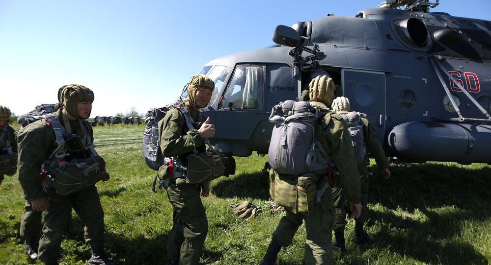Servicemen of a special purpose unit of Russia's Southern Military District during drills on airborne landing from the Mi-8AMTSh helicopters. File photo