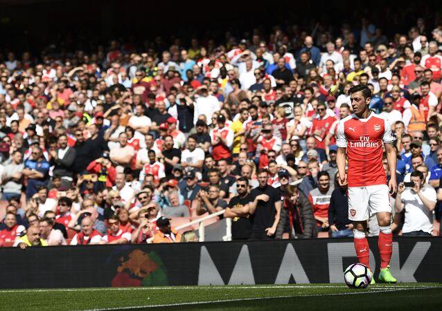 Arsenal's Mesut Ozil takes a corner