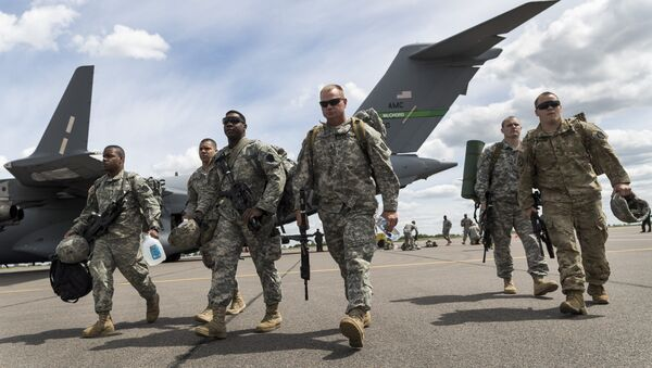 Members of the U.S. Army of the Pennsylvania National Guard arrival by plane at a airport in Vilnius, Lithuania, Sunday, June 5, 2016. - Sputnik International