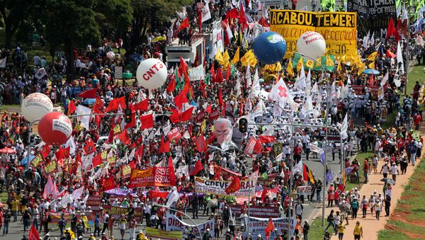 Demonstrators take part in a protest against Brazilian President Michel Temer and the latest corruption scandal to hit the country, in Brasilia, Brazil, May 24, 2017 - Sputnik International
