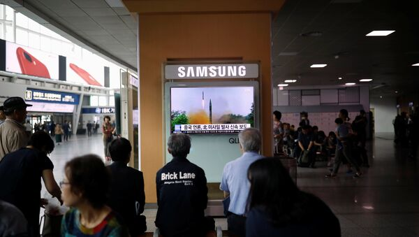 People watch a television broadcasting a news report on North Korea firing what appeared to be a short-range ballistic missile, at a railway station in Seoul, South Korea, May 29, 2017 - Sputnik International