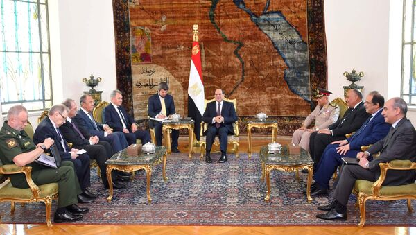 Egyptian President Abdel Fattah al-Sisi (C) meets with Russian Foreign Minister Sergei Lavrov (4th L), Russian Defence Minister Sergei Shoigu (5th L) and other delegates from Egypt and Russia at the Ittihadiya presidential palace in Cairo, Egypt May 29, 2017 in this handout picture courtesy of the Egyptian Presidency - Sputnik International