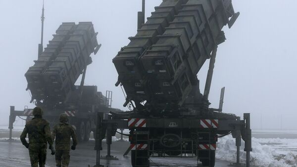 Two soldiers run toward Patriot antimissile systems. File photo  - Sputnik International