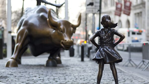 Charging Bull and Fearless Girl statues on Lower Broadway in New York City - Sputnik International