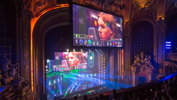 Screens display Ludwig Wåhlberg, player for EG team, during a semifinal match against OG team at the Boston Major Dota 2 tournament at the Wang Theatre in Boston. (File) - Sputnik International