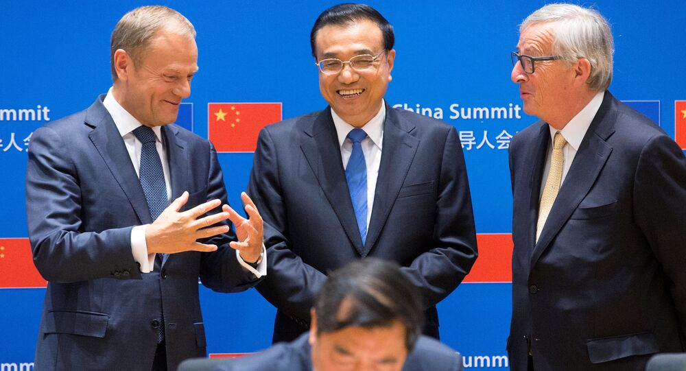 European Council President Donald Tusk, Chinese Premier Li Keqiang and EU Commission President Jean-Claude Juncker attend a signing ceremony during a EU-China Summit in Brussels, Belgium June 2, 2017. REUTERS/Olivier Hoslet/Pool