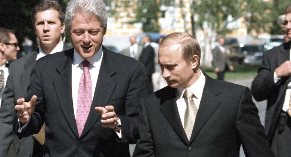 Russian President Vladimir Putin (right) and the United States President Bill Clinton (left) having a walk in the Kremlin, 2000.
