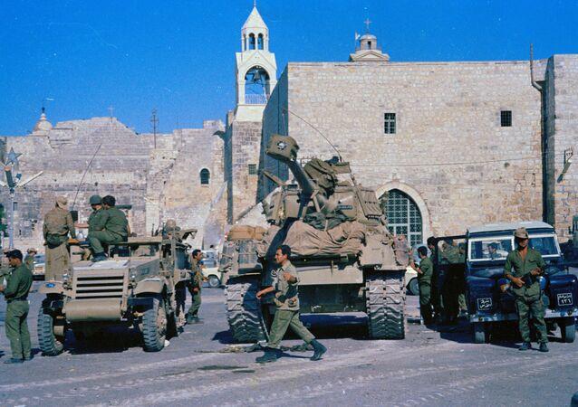 Israeli tanks pause in Bethlehem, June 1967