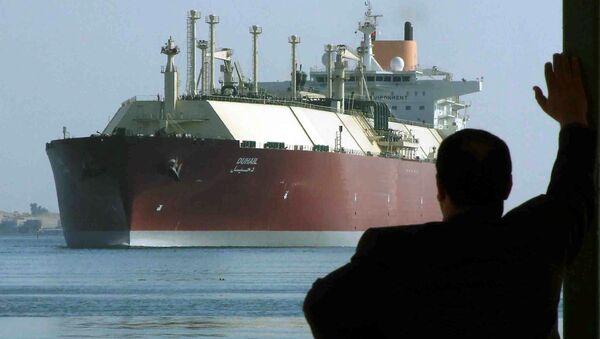 A man looks as the world's biggest Liquefied Natural Gas (LNG) tanker, Qatari-flagged DUHAIL as she crosses through the Suez Canal (File) - Sputnik International