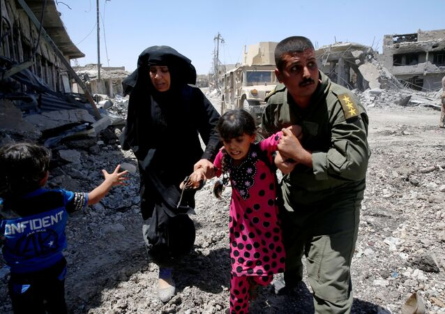 Iraqi soldiers help residents displaced by fighting between Iraqi forces and Islamic State militants in Mosul's al-Zanjili's district, Iraq June 7, 2017.