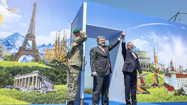 Ukrainian President Petro Poroshenko and Slovak President Andrej Kiska attend a ceremony dedicated to a visa-free regime with European Union (EU) which comes into force for Ukraine, in the town of Uzhgorod, Ukraine, June 11, 2017 - Sputnik International