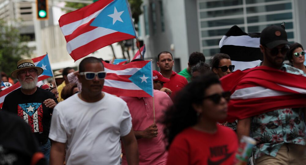 People march in support of Puerto Rico becoming an independent nation as the economically struggling U.S. island territory voted overwhelmingly on Sunday in favour of becoming the 51st state, in San Juan, Puerto Rico June 11, 2017