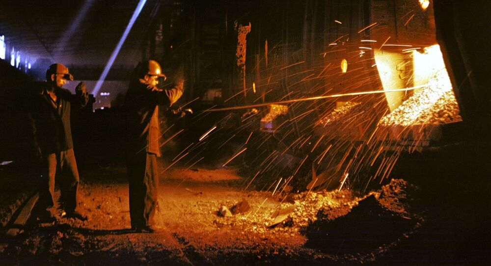 Steel smelting at Krivorozhsky Metallurgical Plant. File photo