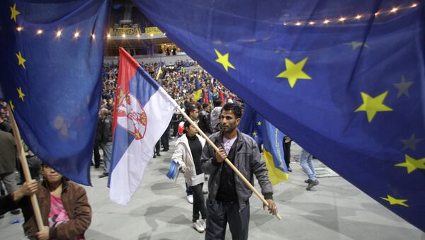Supporter of Pro-Western former Serbian President and presidential candidate Boris Tadic waves with Serbian , center, and EU flags during a final pre-election rally in Belgrade, Serbia, Thursday, May 17, 2012. - Sputnik International