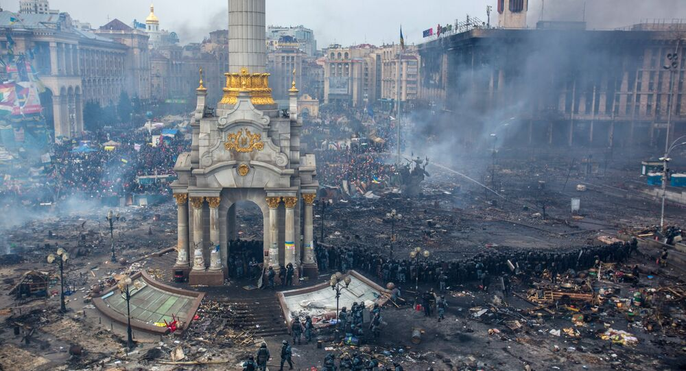 Police officers and opposition supporters are seen on Maidan Nezalezhnosti square in Kiev, where clashes began between protesters and the police.