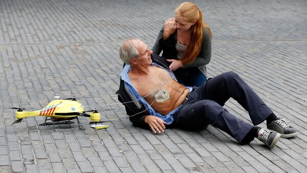 A woman gives a demonstration of an ambulance drone with built in defibrillator at the campus of the Delft Technical University in Delft on October 28, 2014 - Sputnik International