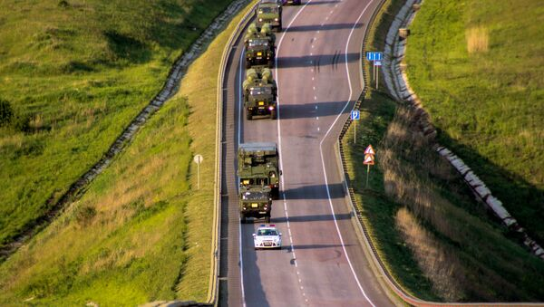 S-300 Favorite surface-to-air missile systems battalion during a march conducted as part of a bilateral drill involving air defense and aviation forces of the Western Military District - Sputnik International