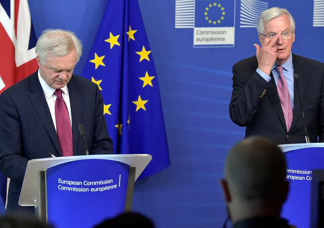 The European Union's chief Brexit negotiator Michael Barnier (R) welcomes Britain's Secretary of State for Exiting the European Union David Davis at the European Commission ahead of their first day of talks in Brussels, Belgium, June 19, 2017.
