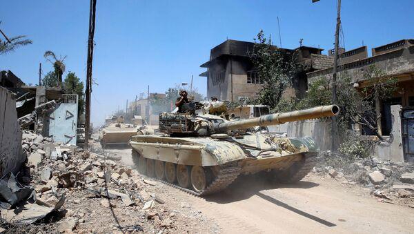 Iraqi military tanks advance towards the Islamic State-held Old City in western Mosul, Iraq June 18, 2017 - Sputnik International