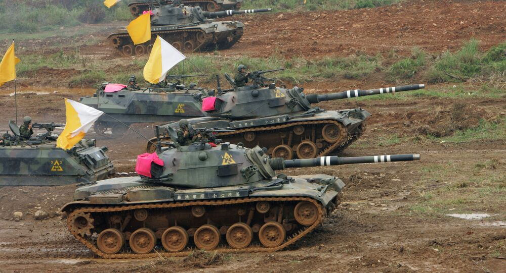 Taiwanese military maneuver U.S.-made M60 battle tanks during the annual Han Kuang military exercises in Hsinchu, northwestern Taiwan (File)