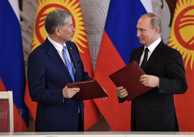 Russian President Vladimir Putin and President of Kyrgyzstan Almazbek Atambayev, left, sign a declaration on strengthening alliance and strategic partnership, following Russian-Kyrgyz talks