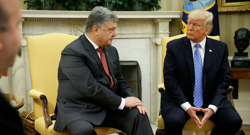 U.S. President Donald Trump (R) meets with Ukraine's President Petro Poroshenko in the Oval Office at the White House in Washington, U.S. June 20, 2017