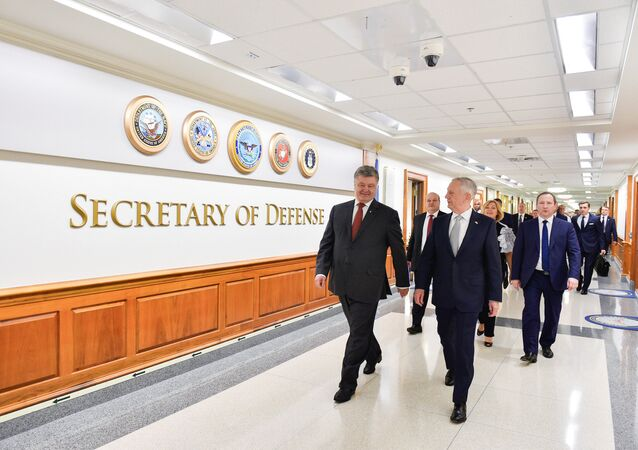 U.S. Defense Secretary James Mattis and Ukrainian President Petro Poroshenko walks at the Pentagon in Washington, U.S., June 20, 2017