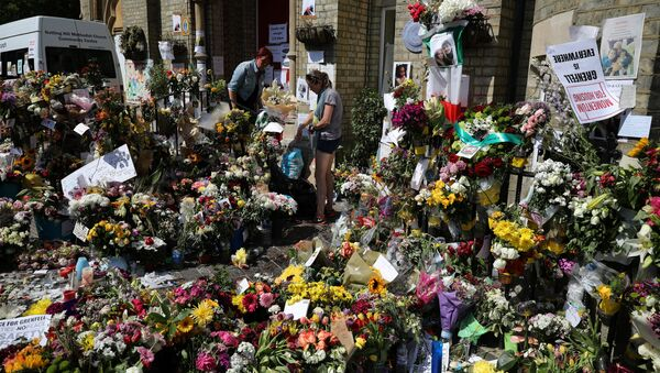 Floral tributes for the victims of the Grenfell Tower fire are left outside the Notting Hill Methodist Church, in London, Britain June 20, 2017. - Sputnik International