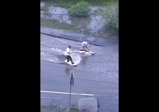 Puddle Skurfing in Russia