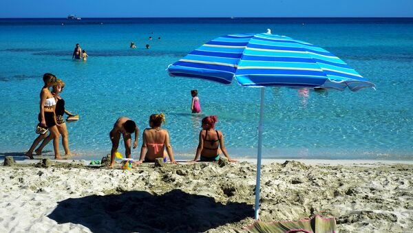 Tourists enjoy the sea and the good weather at Ayia Napa resort in southeast part of the Island of Cyprus (File) - Sputnik International