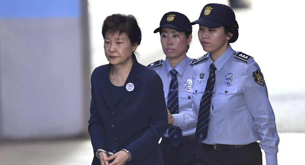 South Korean ousted leader Park Geun-hye, left, arrives for her trial at the Seoul Central District Court in Seoul Thursday, May 25, 2017