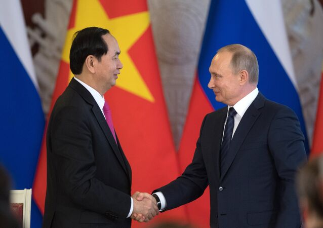 Moscow and Hanoi agreed to expand the oil exploration and production zone on the continental shelf of Vietnam, according to a statement following the talks between the presidents of Russia and Vietnam, Vladimir Putin and Tran Dai Quang.