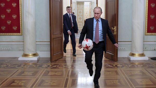 President Putin meets with FIFA president Giovanni Infantino - Sputnik International