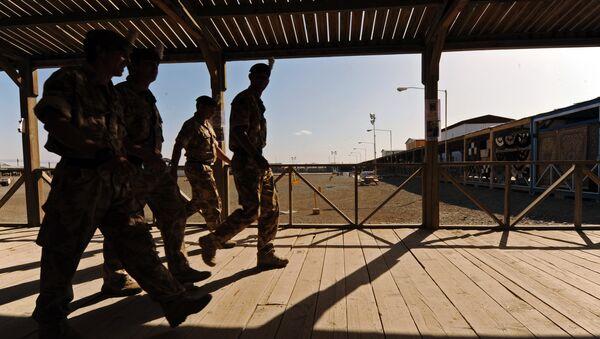 UK soldiers walk at a base in Kandahar on May 6, 2010. - Sputnik International