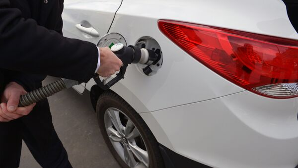 A photo taken on December 3, 2015 shows an ix35 Fuel Cell vehicle by Korean car manufacturer Hyundai at a short time Air Liquide hydrogen temporary station during an demonstration by Hyundai France on the Place de l'Alma in Paris - Sputnik International
