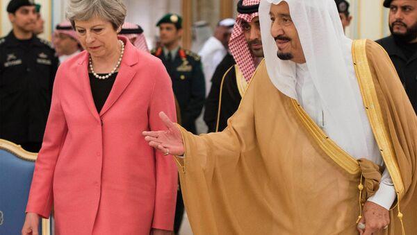 In this photo released by the Saudi Press Agency, SPA, Saudi King Salman welcomes British Prime Minister Theresa May, in Riyadh, Saudi Arabia, Wednesday, April 5, 2017. - Sputnik International