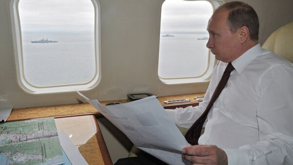 Russian President Vladimir Putin flies in a helicopter  - Sputnik International