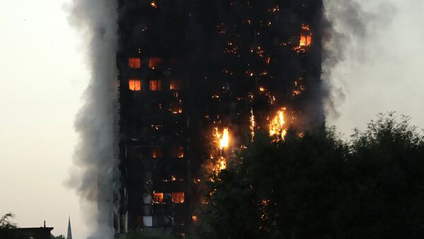 Smoke and flames rise from a building on fire in London, Wednesday, June 14, 2017. - Sputnik International