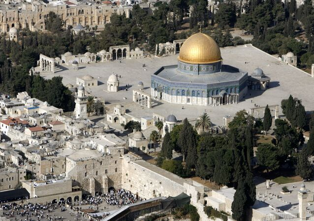 An aerial view shows the Dome of the Rock (R) on the compound known to Muslims as the Noble Sanctuary and to Jews as Temple Mount, and the Western Wall (L) in Jerusalem's Old City October 10, 2006
