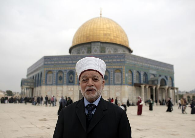 Jerusalem's Mufti Mohammed Hussein posing in front of the Dome of the Rock mosque at the Al-Aqsa mosque compound, in Jerusalem's Old City (File)