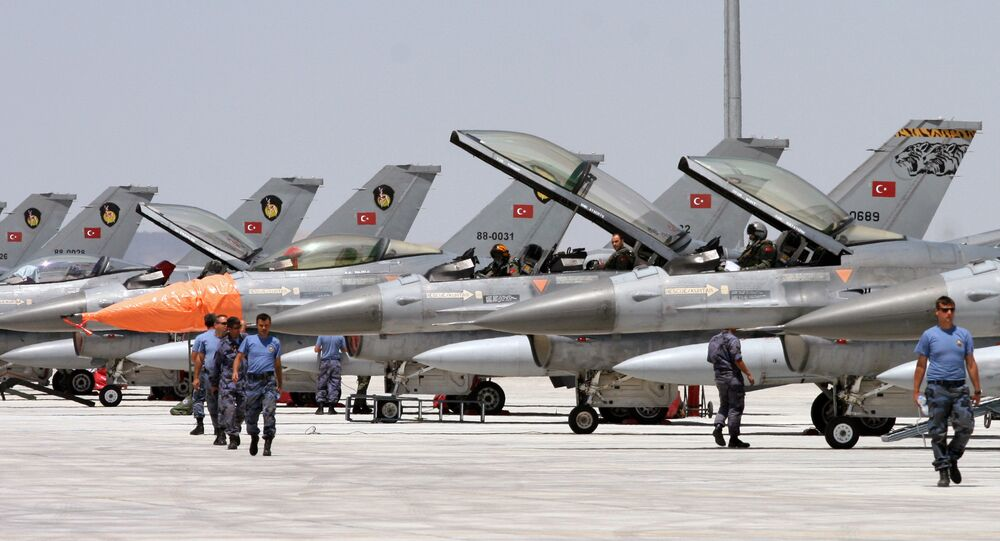 Dozens of Turkish F-16 jets prepare to take off during Anatolian Eagle exercise at 3rd Main Jet Air Base near the central Anatolian city of Konya (File)
