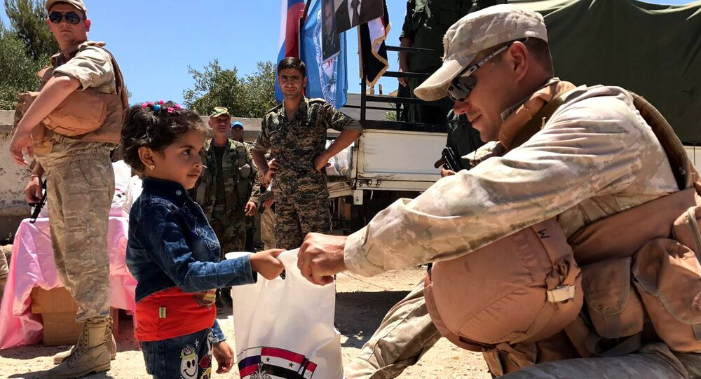 Russian military officers from the Defense Ministry's Syrian reconciliation center provided the settlement of Jabah in the southwestern province of Quneitra, including in the war-torn country's de-escalation zones, with humanitarian aid, a Sputnik correspondent reported Sunday.