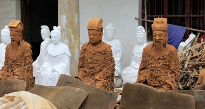 Three newly-made clay models are placed in the open air to dry. Photo:Yang Hui/GT