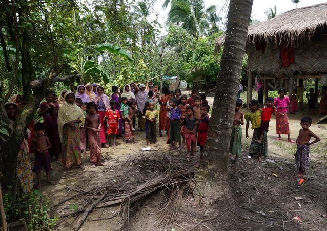 Rohingya villagers watch as international media visit Maung Hna Ma village, Buthidaung township, northern Rakhine state, Myanmar July 14, 2017.