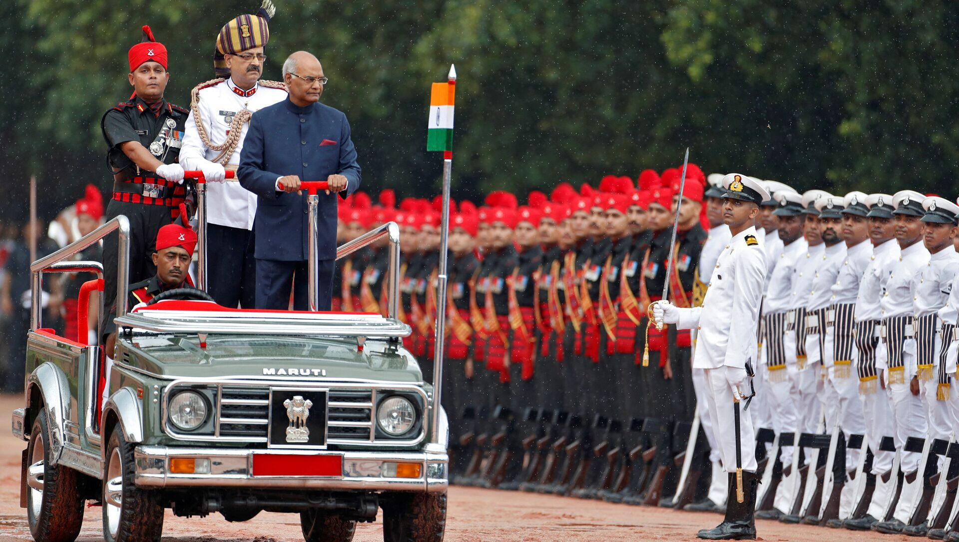 India's new President Ram Nath Kovind inspects an honour guard after being sworn in at the Rashtrapati Bhavan presidential palace in New Delhi, India July 25, 2017 - Sputnik International, 1920, 26.07.2021