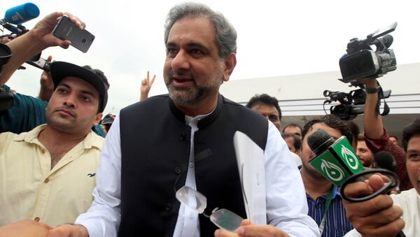 Pakistan's former Petroleum Minister and Prime Minister designate Shahid Khaqan Abbasi arrives to attend the National Assembly session in Islamabad, Pakistan August 1, 2017 - Sputnik International