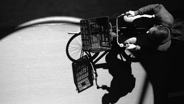 A man riding a bike - Sputnik International