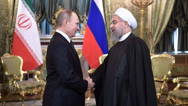 From left: Russian President Vladimir Putin meets with President of the Islamic Republic of Iran Hassan Rouhani - Sputnik International